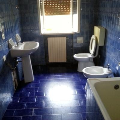 """Un bagno """"datato"""" che abbiamo integralmente ristrutturato"""