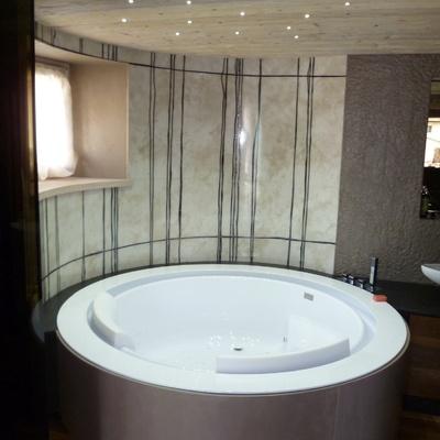 Vasca da bagno con rivestimento in resina