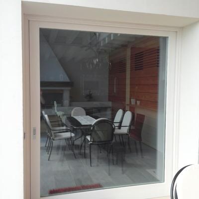 Vetrata scorrevole interno muro con vetricamera tripli