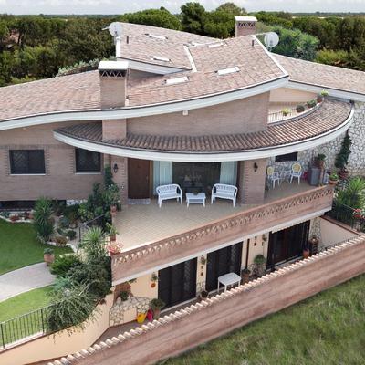 Villa bifamiliare Infernetto
