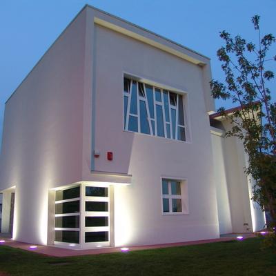 Centro polifunzionale Pacengo - Vista notturna sulla vetrata della sala da danza