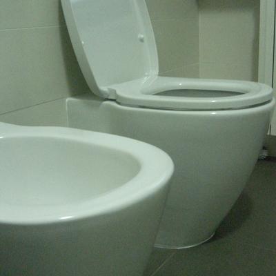 wc a filo parete