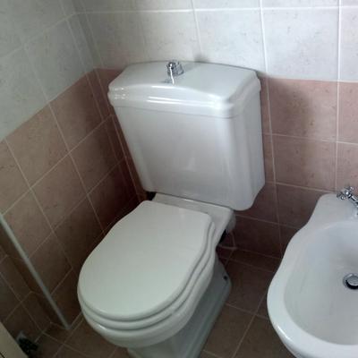 WC con cassetta a zaino retrò