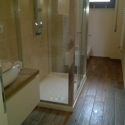 bagno con box doccia,