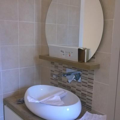 stile per lavabo e specchio