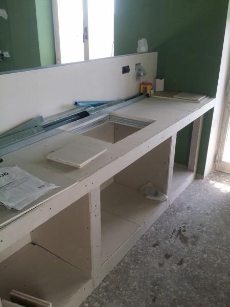 Foto resine su piano lavoro cucina in muratura di impresa - Piano lavoro cucina ...