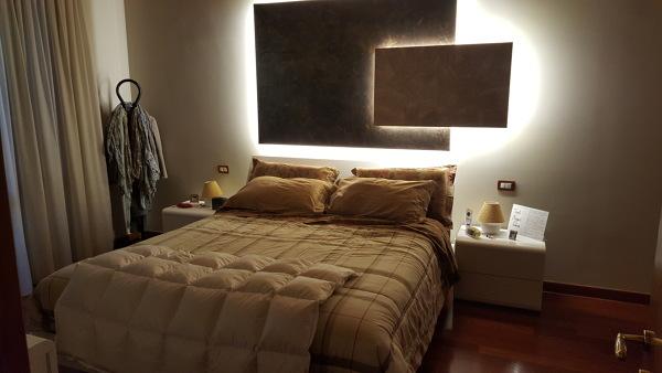 Foto camera da letto con illuminazione led di arredamenti