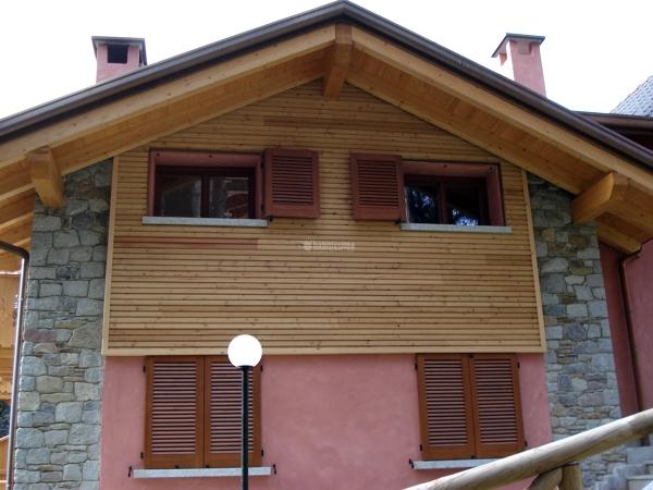 Foto serramenti case in legno tapparelle elettriche di for Finestre elettriche