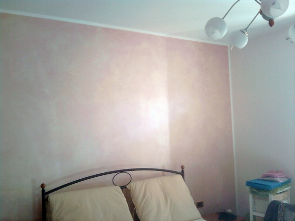 foto 3 pareti grigio perla e parete letto terre