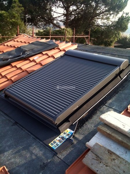 Foto infissi legno tunnel solare velux tende velux di for Velux prezzi tende