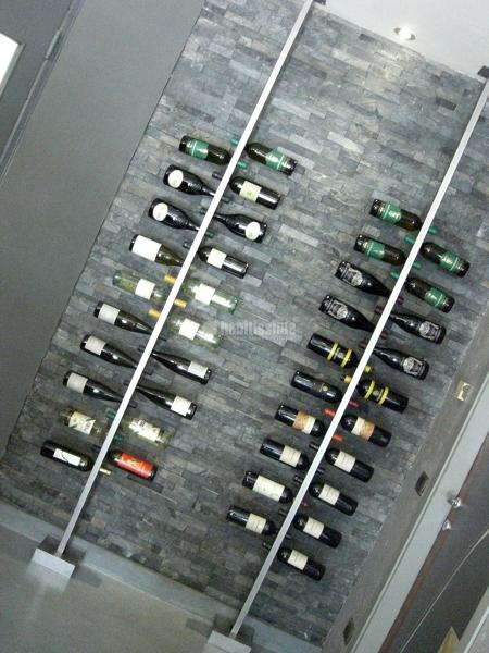Foto cantina porta bottiglie inox ristrutturazione for Arredo inox crotone