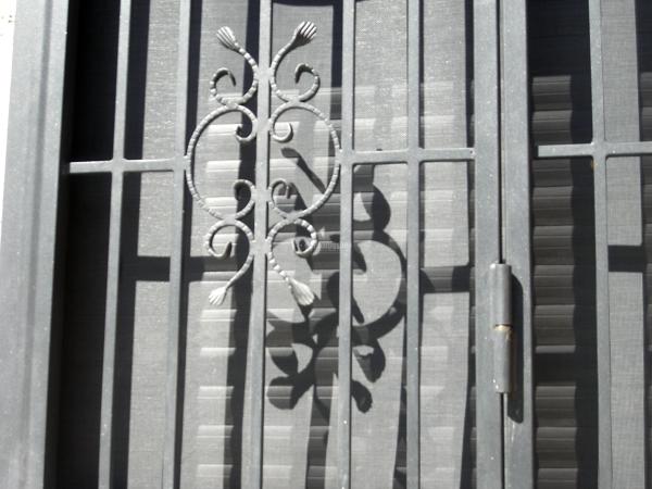 Foto grate di sicurezza in ferro battuto di icis 22976 for Grate in ferro battuto immagini