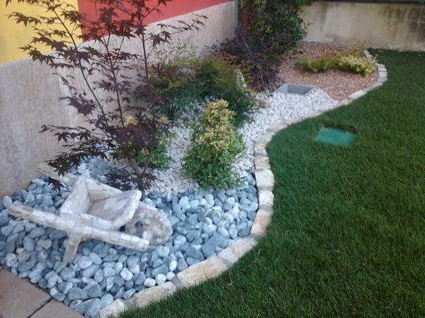 Foto aiuola sassi di decorex disegno e giardinaggio for Sassi finti per giardini