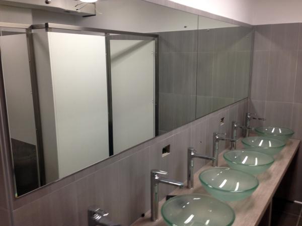 Foto allestimenti bagni per grandi flussi di artigiana extra srl 133249 habitissimo - Bagni per uffici ...