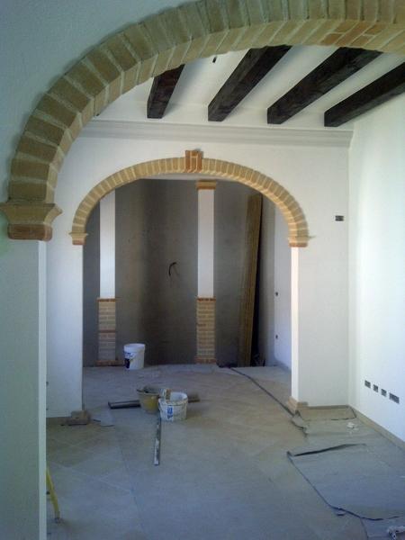Foto archi in mattone sardo e solaio in legno di essedi costruzioni s r l 82058 habitissimo - Archi interni rivestiti in pietra ...