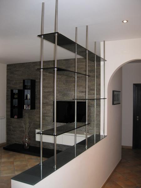 foto arredamento in vetro scaffalature di bellinvetro