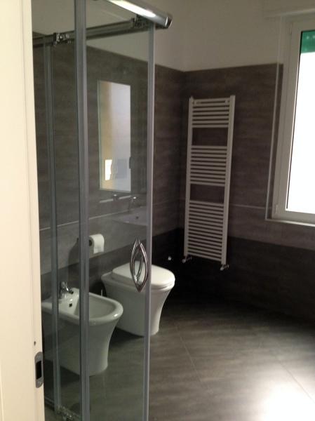 Foto bagno con gres porcellanato di zappino costruzioni 157322 habitissimo - Vasca da bagno acciaio porcellanato ...