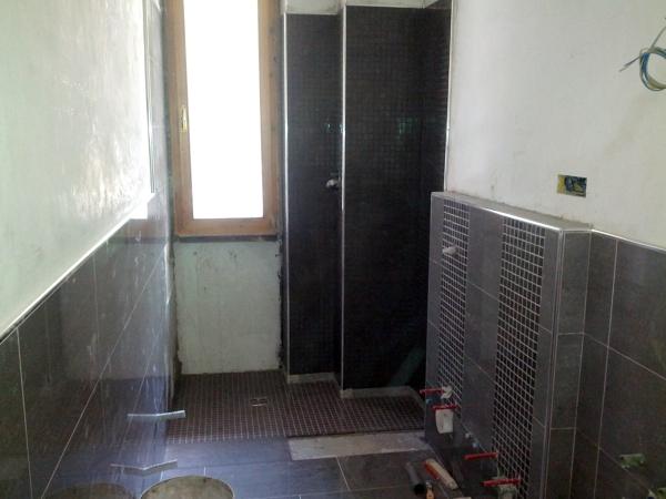 Foto bagno con piatto doccia filo pavimento di la reale - Piatto doccia piastrellabile ...