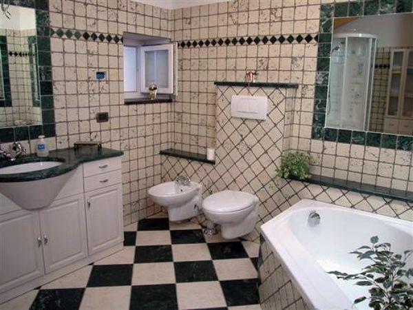 Foto bagno in verde guatemala e bianco anticato di edil2000dils 61096 habitissimo - Bagno arancione e bianco ...
