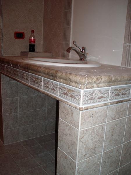 Foto bagno lavandino in muratura di cpo lavori e restauri for Lavandino mobile bagno