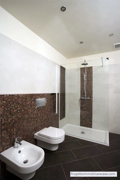 Foto bagno mosaico di progetto immobiliare srl 79996 - Striscia di mosaico in bagno ...