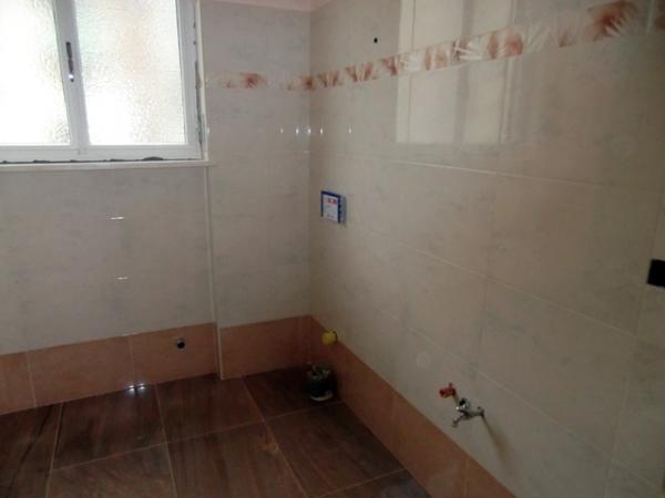 Foto bagno pavimento e rivestimento in marmo di dtr - Rivestimento bagno marmo ...