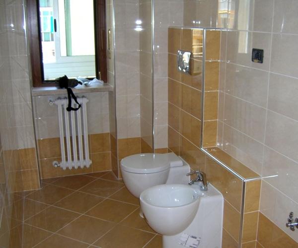 Foto bagno ristrutturato di e s r c 101309 habitissimo - Quanto costano i sanitari del bagno ...