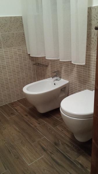 Foto bagno sospeso del b b arcidosso gr di idrotermica di for Bagno y bagno gr