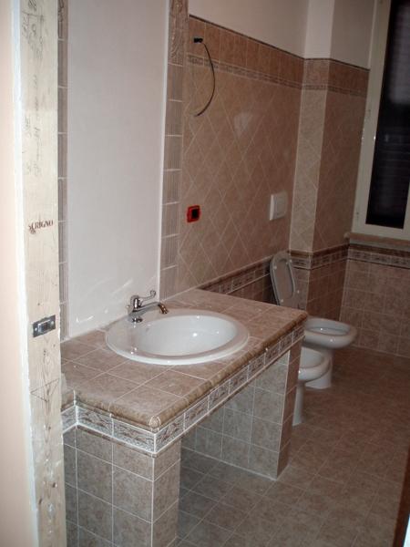 Foto bagno vista lavandino in muratura di cpo lavori e - Lavandino bagno moderno ...