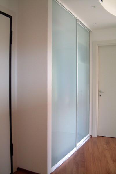 Foto cabina armadio muro di mazzoli porte vetro 60972 - Ikea armadi a muro ...