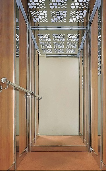 Foto cabina ascensore con specchio a tutta altezza di - Altezza specchio ...