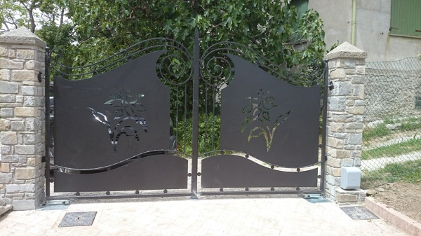 Cancello A Due Ante Battenti.Foto Cancello Due Ante Con Automazione Interrata Di Came Faac
