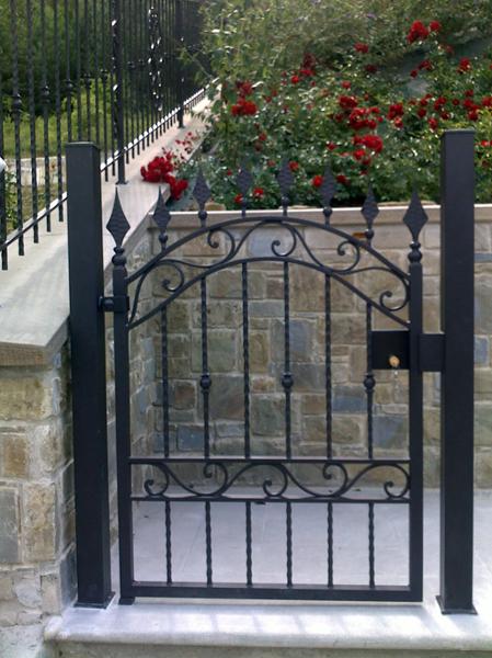 Foto cancello pedonale di artistica mazzini s n c 74749 for Cancelli da giardino