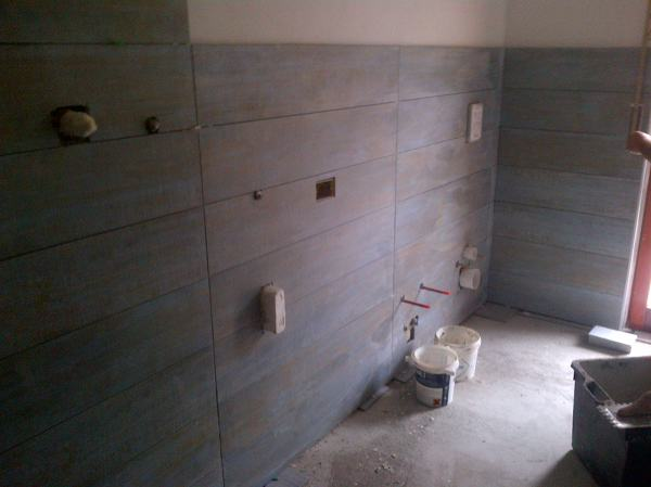 Foto rivestimento bagno in gres porcellanato effetto legno di non