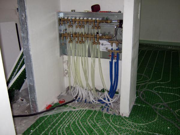 Foto centralina riscaldamento a pavimento di carini for Tipi di riscaldamento