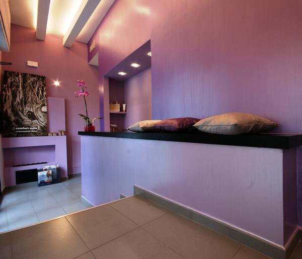 Foto centro estetico banco reception panca di studio di for Arredamento centro estetico prezzi