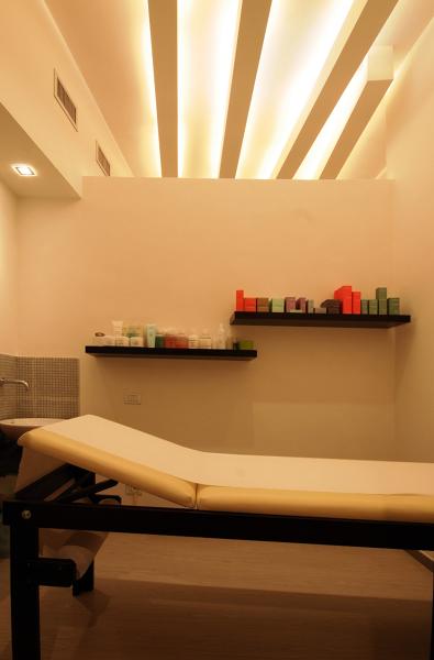 Foto centro estetico cabina trattamenti di studio di for Arredamento centro estetico prezzi