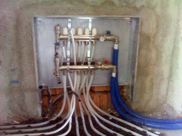 Foto collettore impianto di riscaldamento a pavimento di b g d