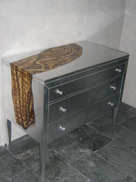 Foto: Cassettiera Decorata In Foglia D\'argento di Combi Imbiancature ...