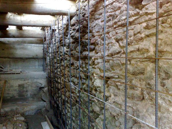 Foto consolidamento muro in pietra di ristruttura di for Foto case in pietra ristrutturate