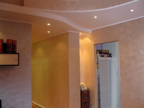 Foto controsoffitti a due livelli di edilsaba 85161 for Idee seminterrato a due livelli