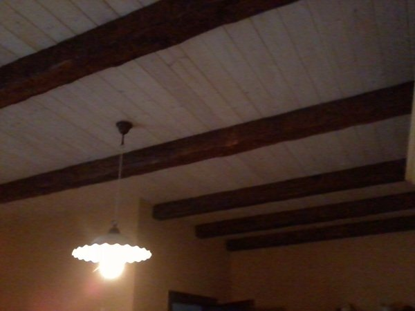 Controsoffitto Con Travi In Legno : Foto controsoffitto in legno e finte travi di tonio murro