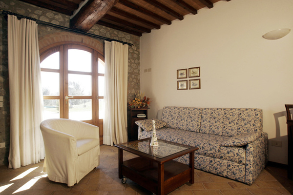 Foto: Copertura In Legno a Vista con Muro di Pietra di ...
