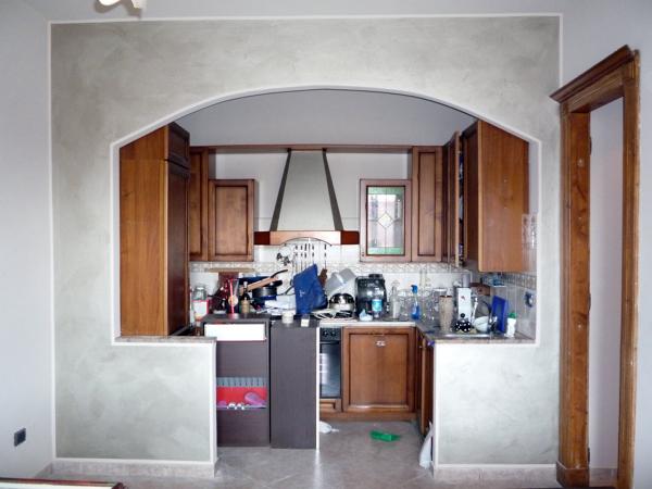 Foto cornice su arco e paretina divisoria di pg for Idee archi interni