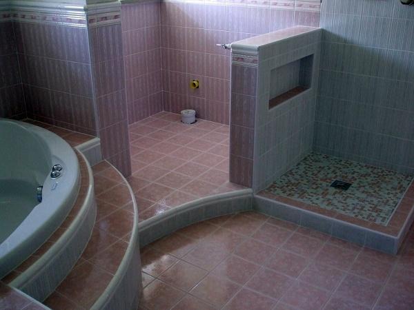 Foto costruzione bagno con vasca e piatto in muratura di for G m bagno di giuntini massimo
