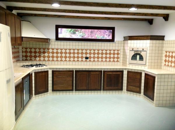 Foto cucina in muratura con piano in marmo di modaffari - Marmo piano cucina ...