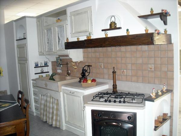 Foto cucina muratura bianca di perlegno arredamenti - Cucina angolo cottura in muratura ...