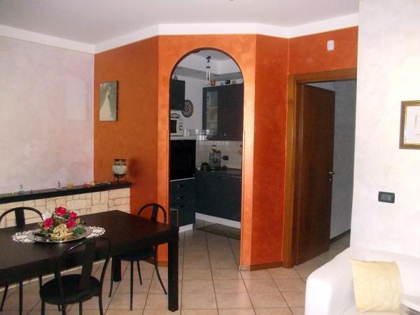 Foto cucina separata con cartongesso di artigiano for Idee casa artigiano