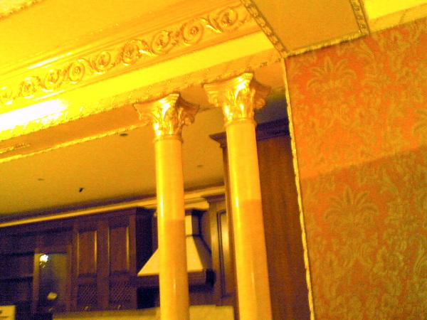 Foto decorazioni in gesso a soffitto e colonne di simpat - Decorazioni in gesso ...