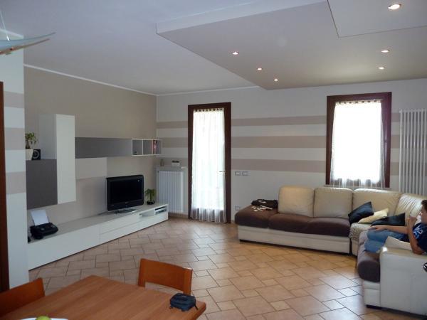 Foto decorazioni soggiorno sabri di bruno veronese 66883 for Decorazioni per pareti soggiorno